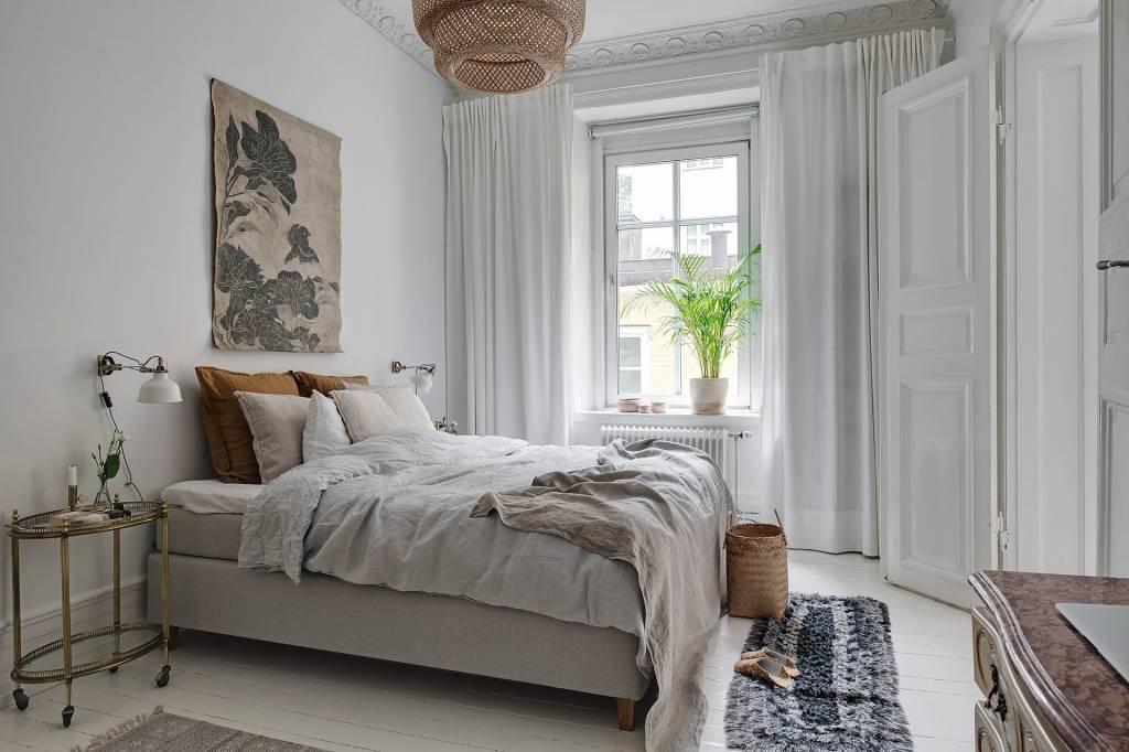 A Beautiful Contrast Of Styles In This Elegant encequiconcerne Chambre Des Métiers De L Ain