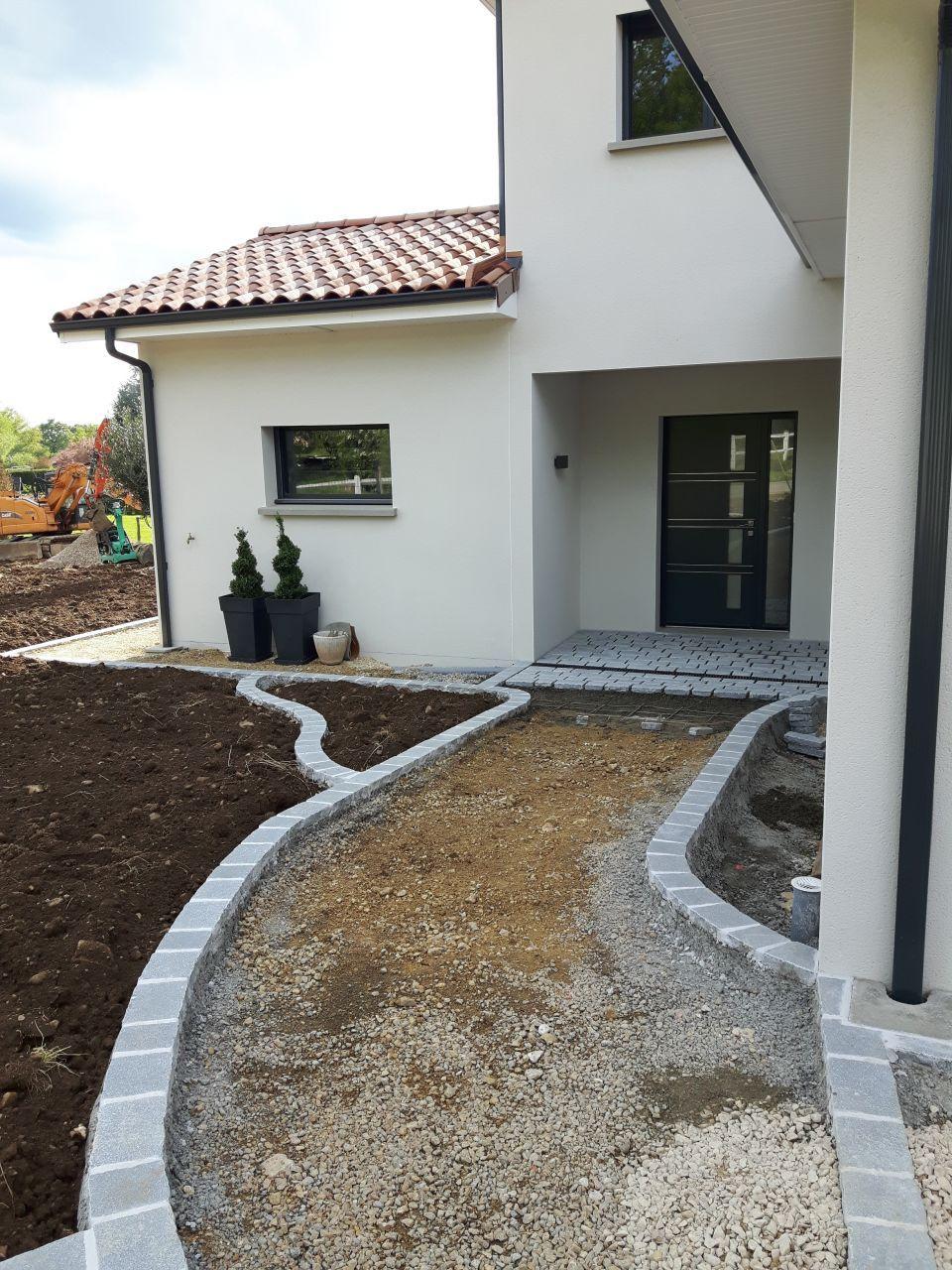 Moderne Allée En Pierres | Aménagement Jardin Devant Maison à Aménagement MG-97