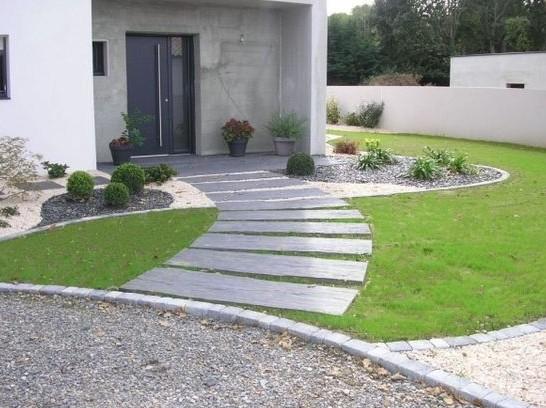 Aménager L'Entrée Extérieure D'Une Maison - Artella à Parterre Extérieur Moderne