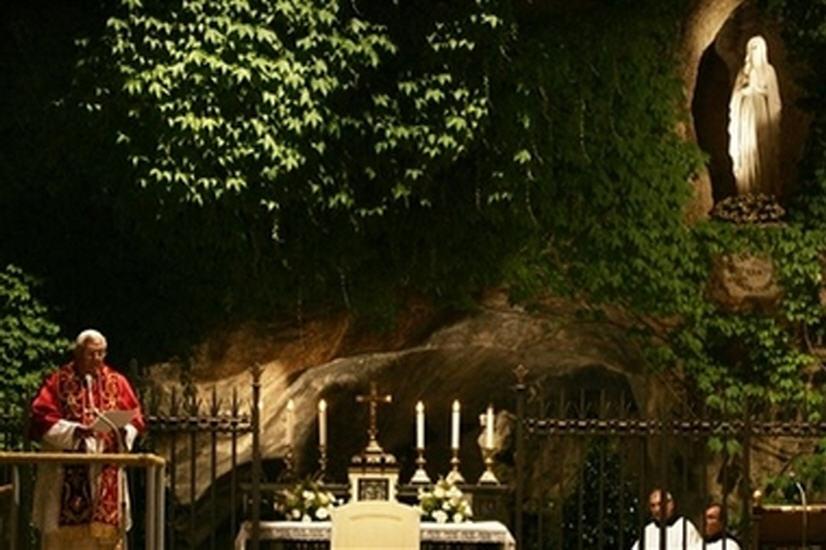 Benoît Xvi Évoque Marie, Modèle De Charité tout Les Jardins De Lourdes