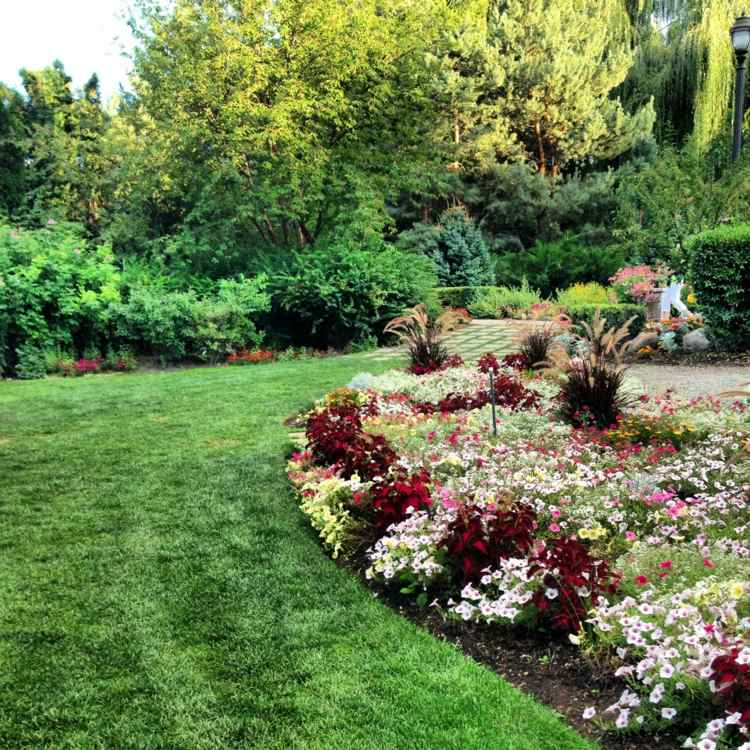 Bordure De Pelouse – Choix De Matériaux Et Les Techniques destiné Delimitation Jardin