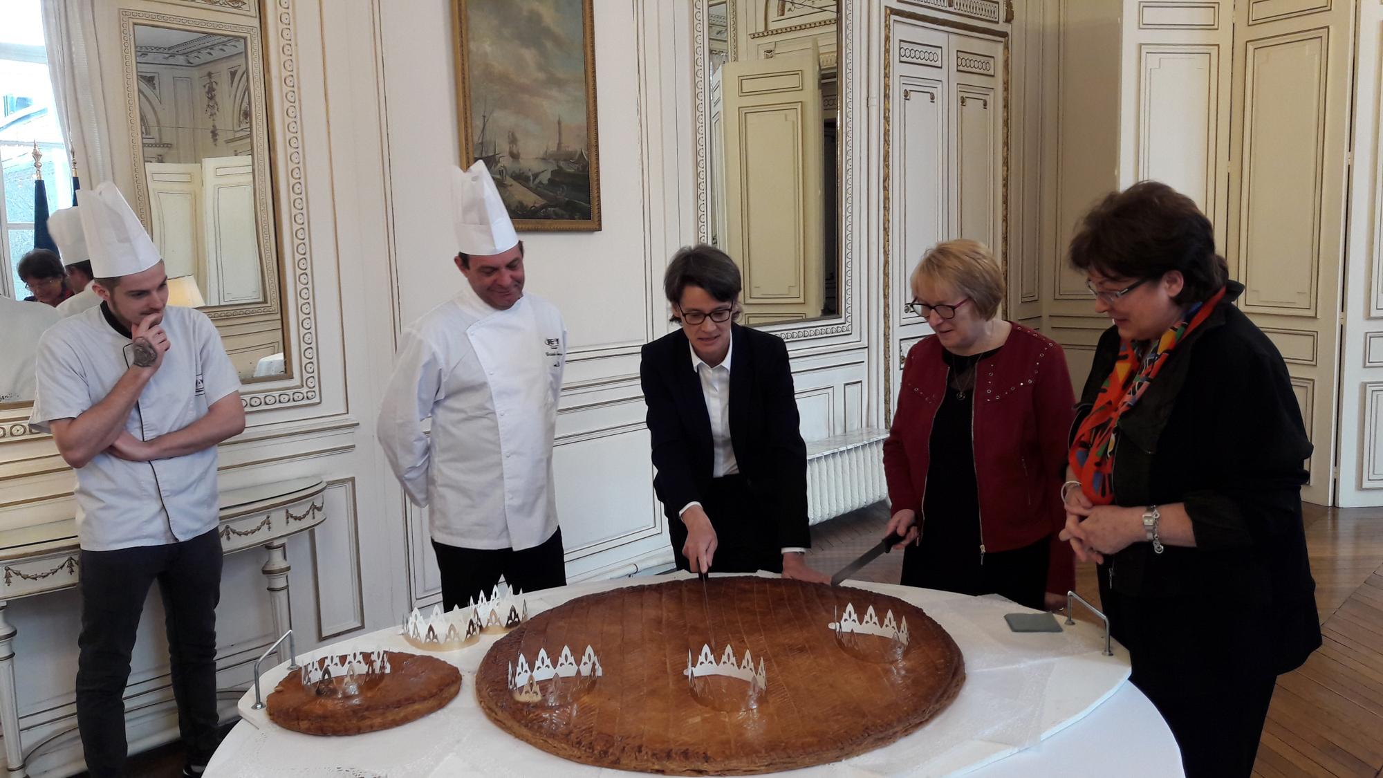 Cérémonie De Présentation De La Galette Des Rois Par La tout Chambre Des Metiers Carcassonne