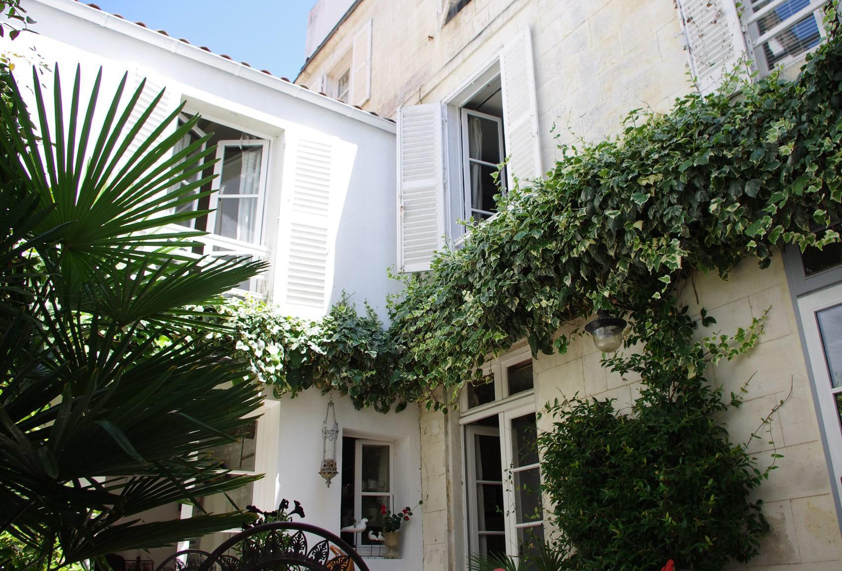 Chambres D'Hôtes La Rochelle : Vue Sur Cour avec Chambre D Hote Apremont Sur Allier