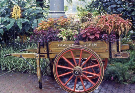 Charrettes Fleuries Compositions Florales Mosaiculture Des pour Charrette De Jardin