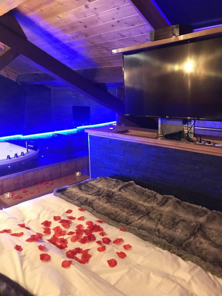 Duplex De Luxe Ambiance Chalet Avec Jacuzzi Et Sauna destiné Chambre Avec Jacuzzi Privatif Rhone Alpes