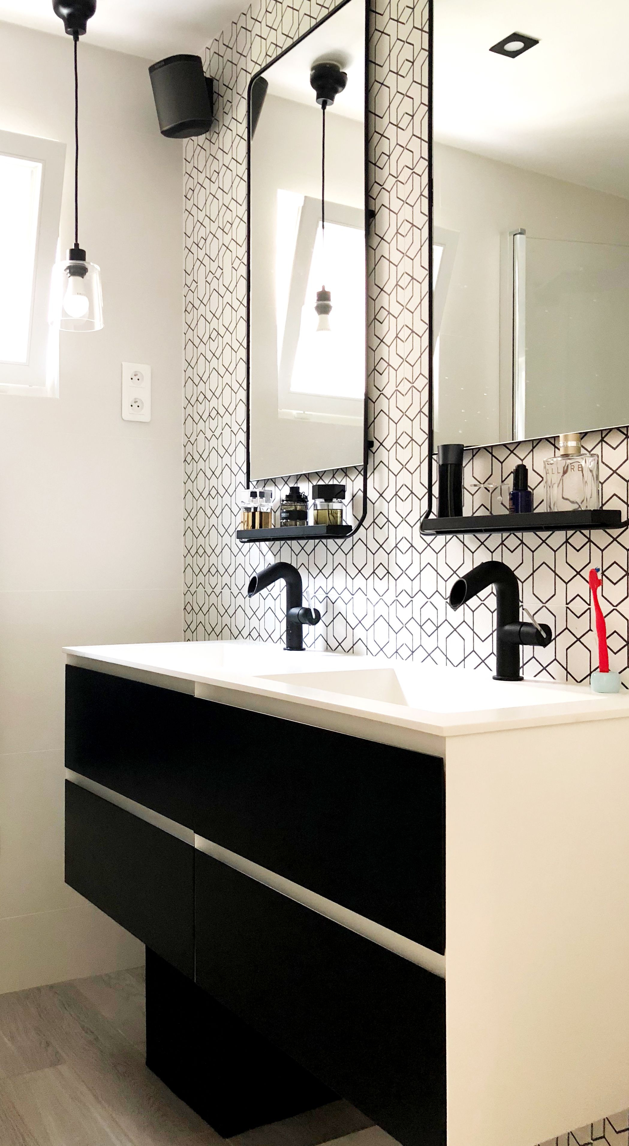 Épinglé Sur Bathroom Inspiration / Inspirations Salle De Bain intérieur Meuble Salle De Bain Noir Mat