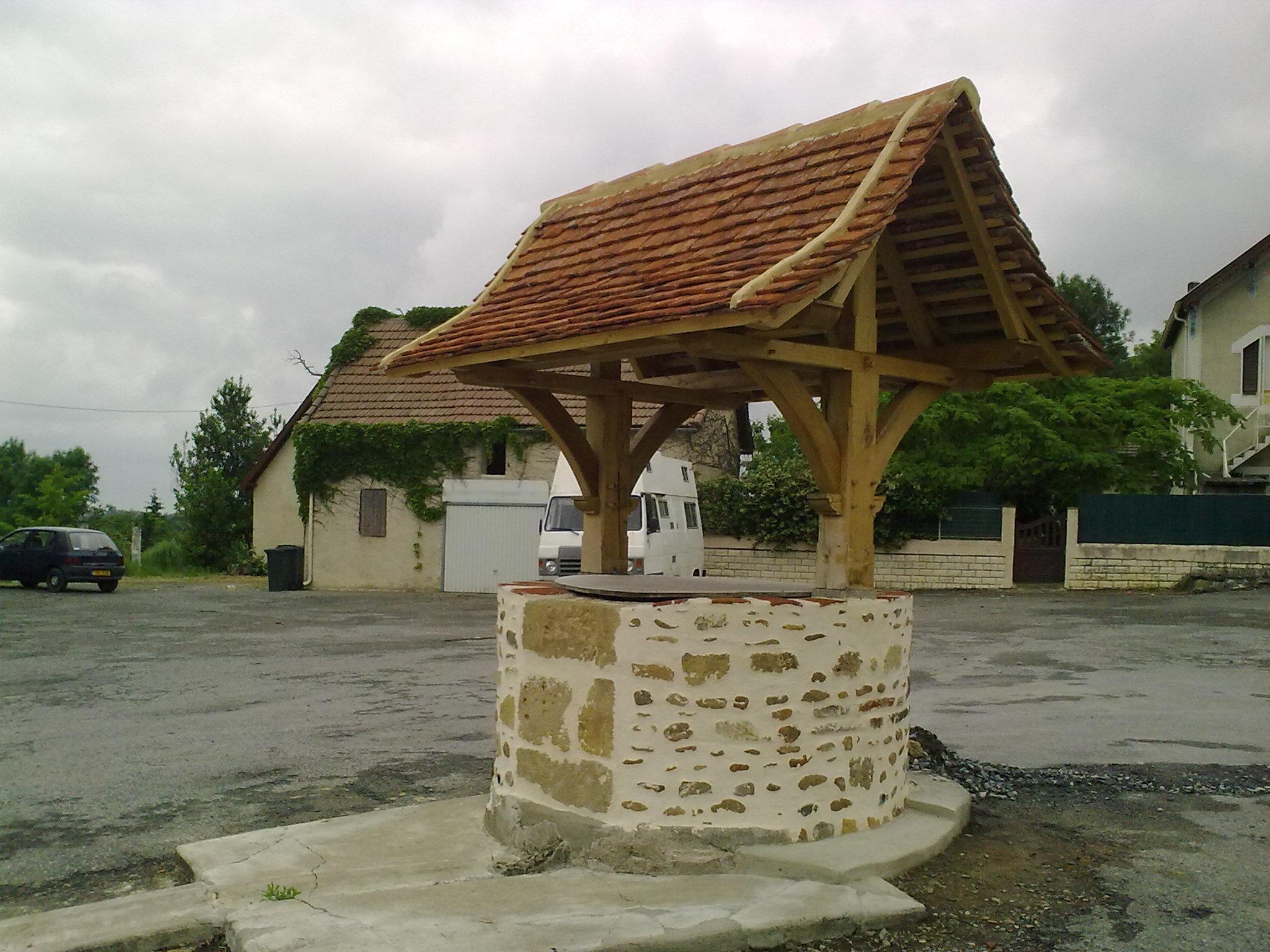 Fichier:un Puit À Lembeye — Wikipédia concernant Puit Decoratif Jardin