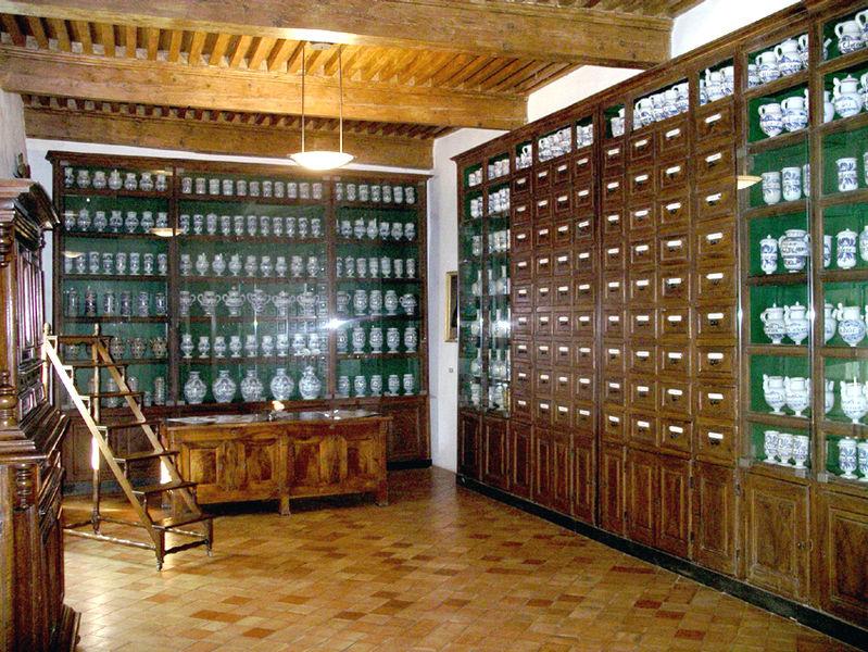 File:pharmacie De L'Hopital De Pont - Wikimedia Commons intérieur Meuble A Pharmacie
