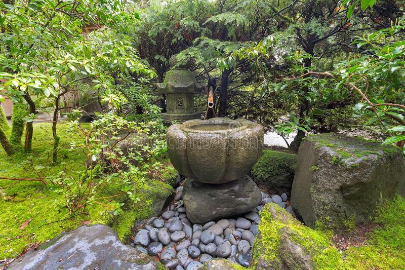 Fontaine D'Eau De Tsukubai Au Jardin Japonais Image Stock à Fontaine Jardin Japonais