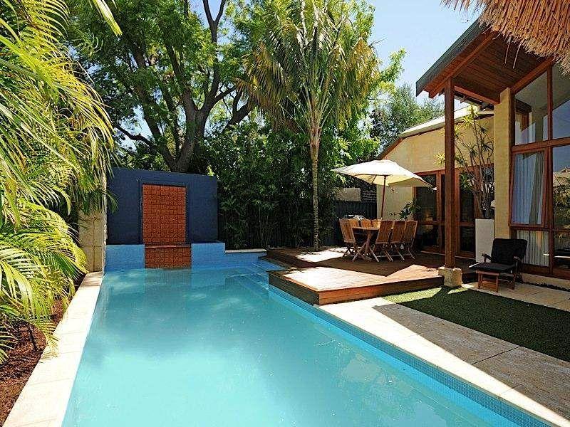 Idée Piscine Petit Jardin En Ville | Geometric Pool pour Idees Pool House Piscine