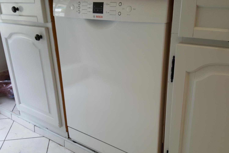 Installation D'Un Lave-Vaisselle Dans Une Cuisine, À Lille intérieur Installer Lave Vaisselle Sous Un Evier Branchement