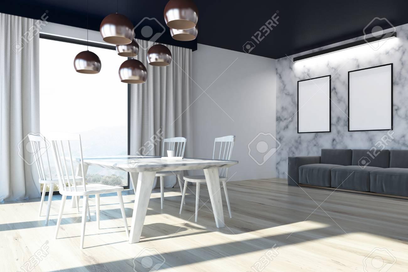 Intérieur De La Salle À Manger Avec Des Murs En Marbre Blanc, Un Plancher  En Bois, Des Fenêtres En Mezzanine, Une Longue Table Avec Des Chaises intérieur Table Salle A Manger En Marbre