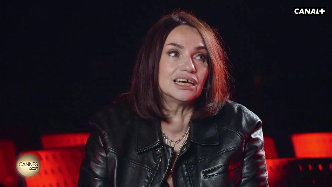 Interview De Béatrice Dalle Par Augustin Trapenard à Dalle