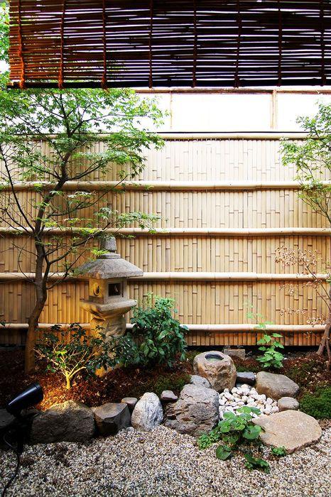 Jardin Japonais Sur Fond De Cloison De Bambou - Salon De intérieur Cloison Jardin