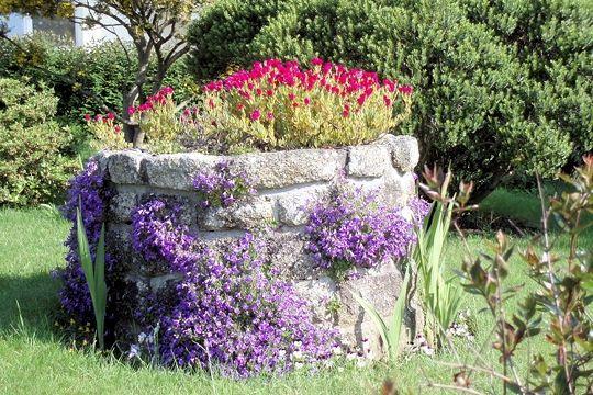 Le Puit Fleuri   Puits, Idées Jardin, Jardin Terasse tout Puit Decoratif Jardin