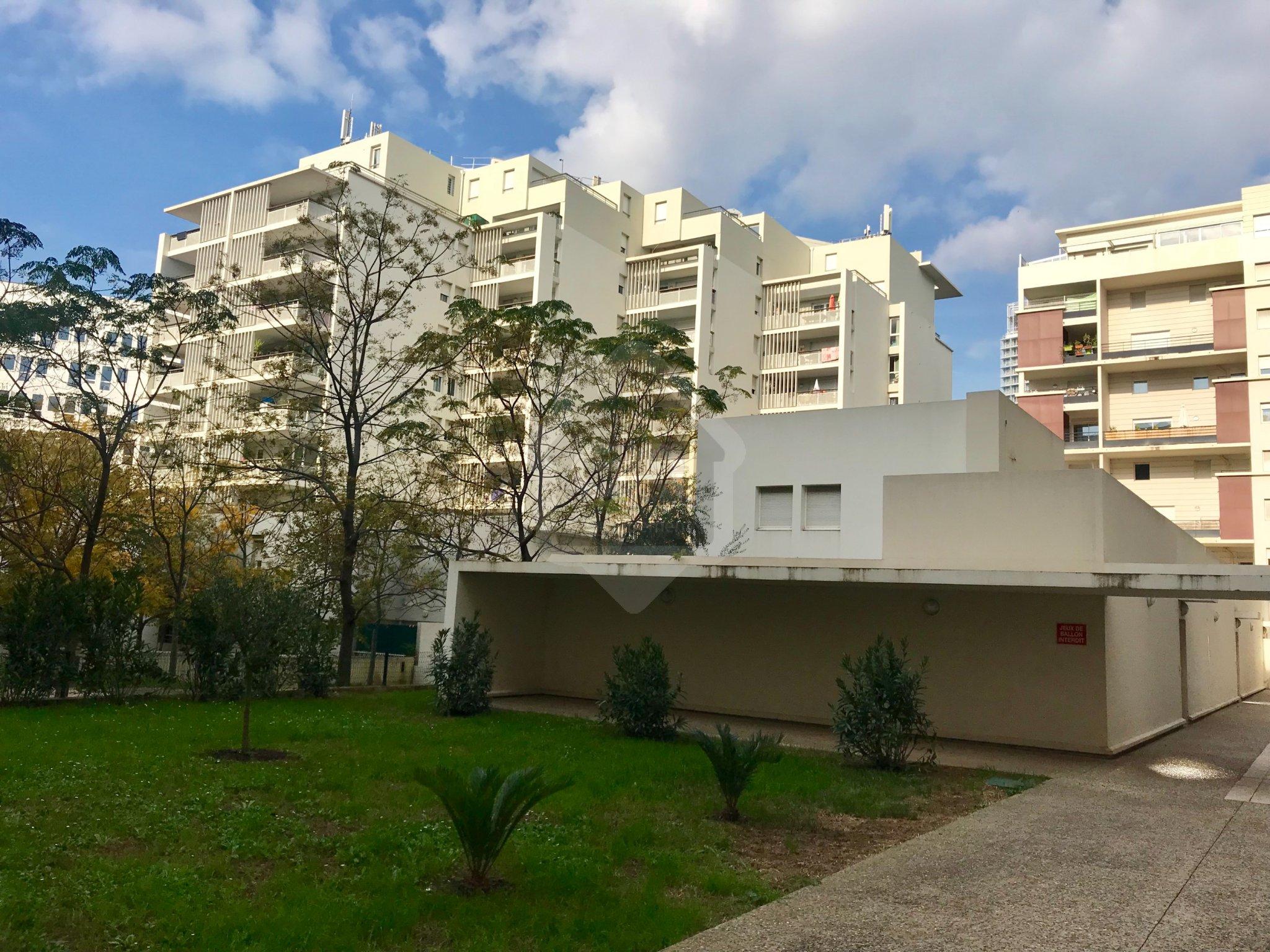 Location T3 Meublé Terrasses - Les Docks - Marseille 13002 à Dock Du Meuble
