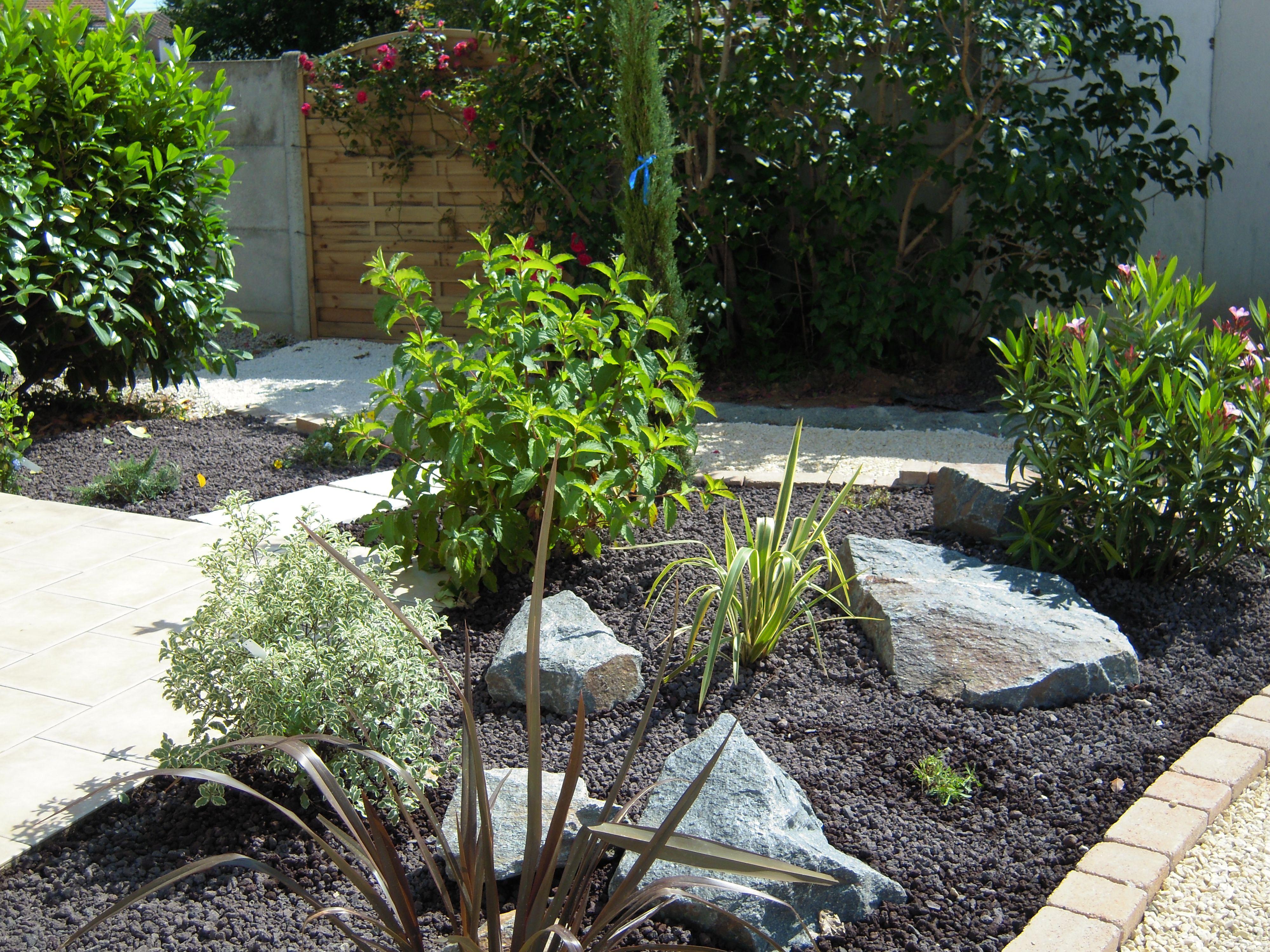 Massif De Végétaux   Jardin Exterieur, Jardins intérieur Idee Deco Exterieur