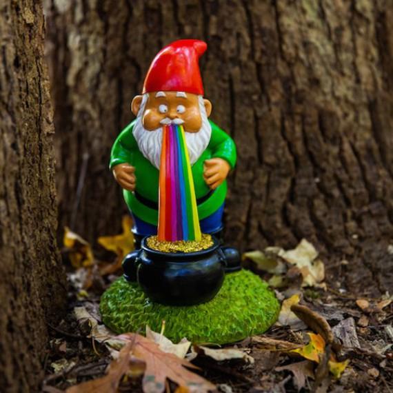 Nain De Jardin Porte Bonheur Arc En Ciel Gnome Drole Déco encequiconcerne Nain De Jardin Géant