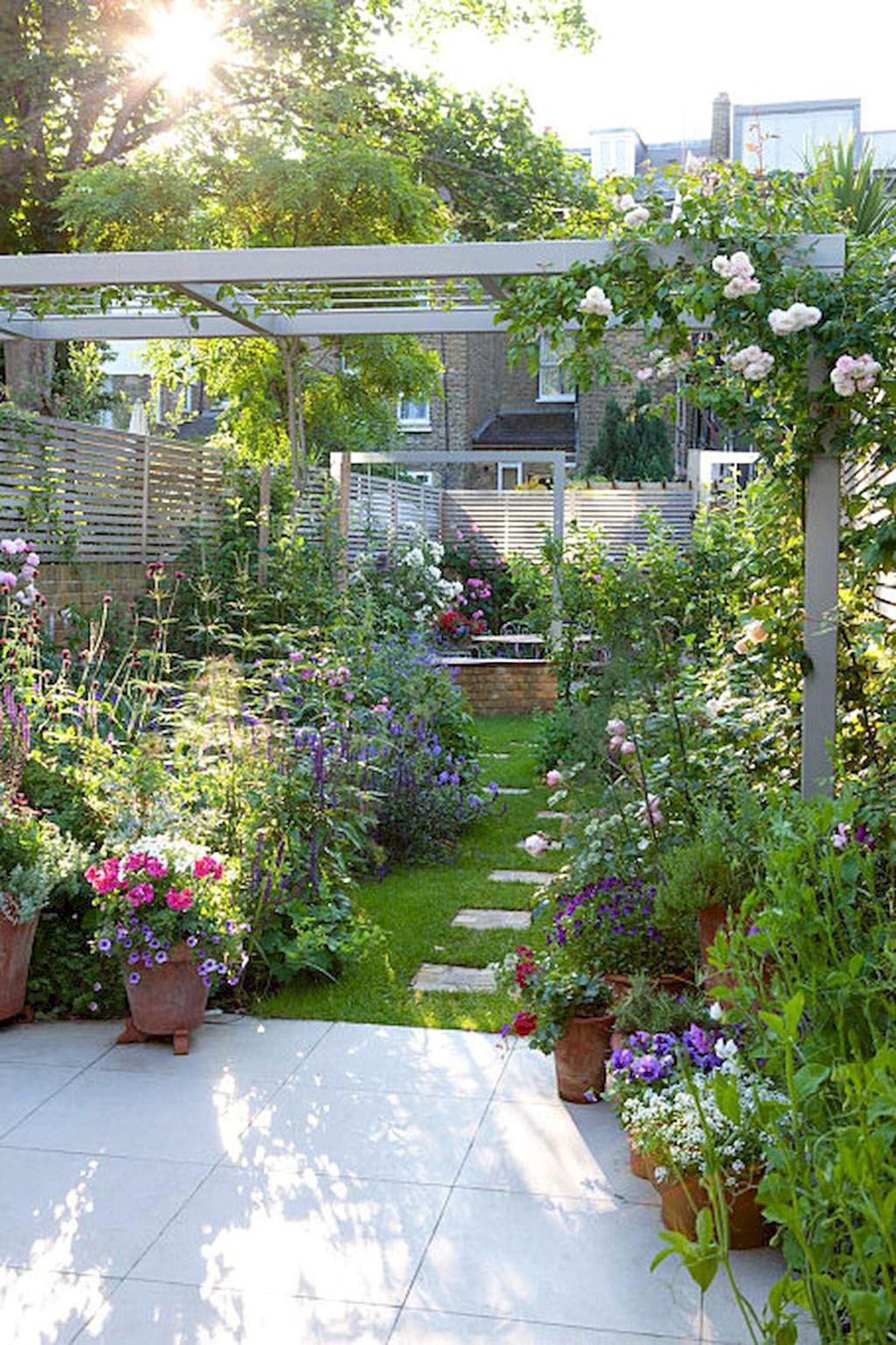 Petit Jardin : 8 Aménagements Repérés Sur Pinterest intérieur Petit Cabanon De Jardin
