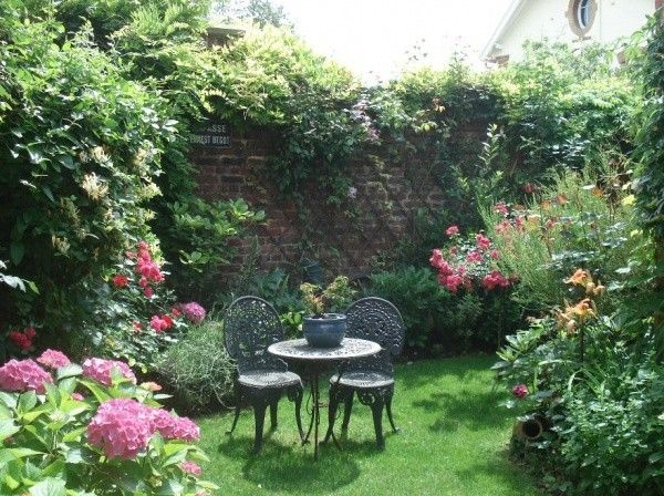 Petit Jardin De Ville (Avec Images) | Petits Jardins intérieur Petit Cabanon De Jardin