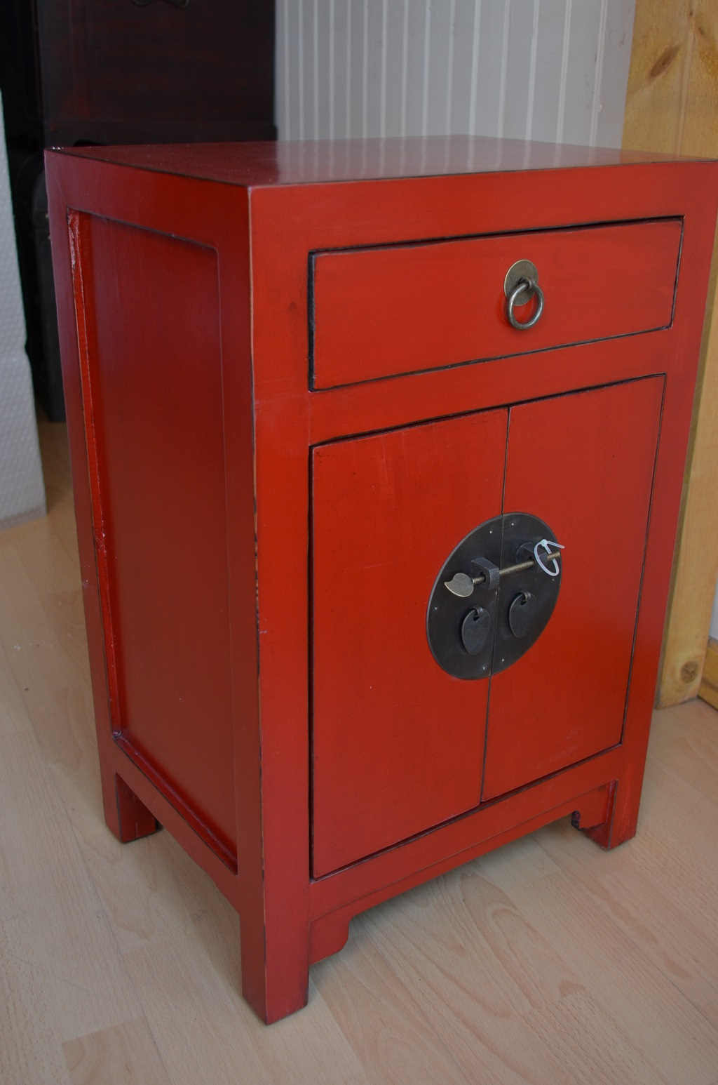 Petit Meuble Chinois Laque Noir, Rouge - La Malle D'Asie destiné Petit Meuble Chinois