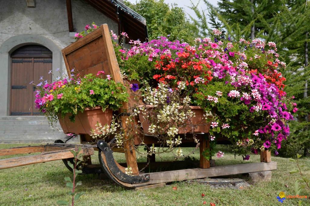 Photo : Traineau Fleuri concernant Charrette De Jardin