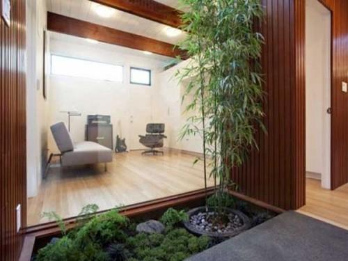 Plantes-Vertes-Et-Bambou-Sur-Une-Terrasse-Jardin-Zen intérieur Déco Jardin Bambou