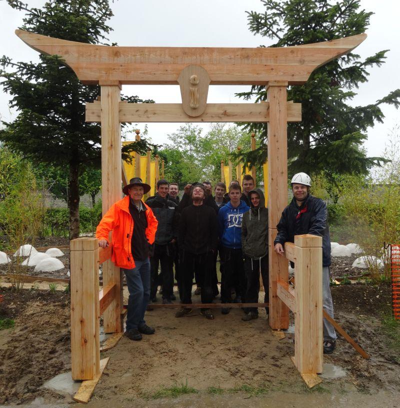 Porte Pour Un Jardin Aux Salines D'arc-Et-Senans – Lycée dedans Arche De Jardin En Bois