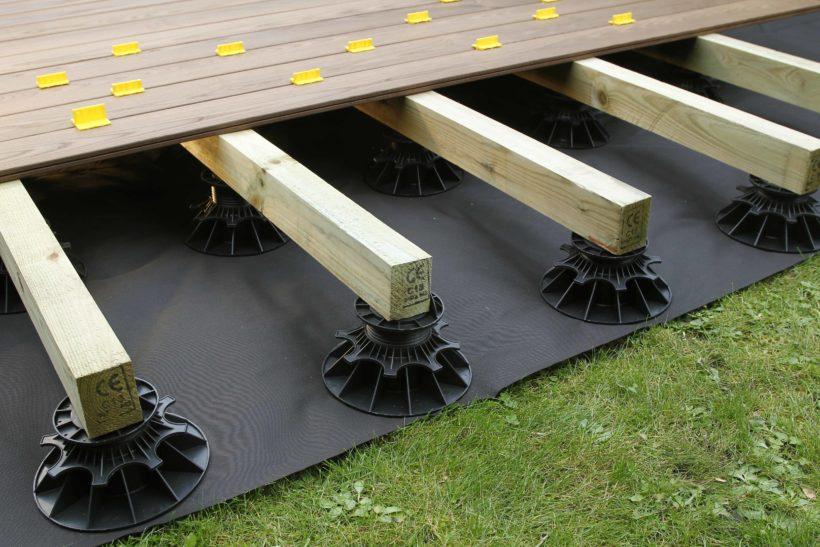 Pose Terrasse Bois Sur Plot. 4 Heures Pour Poser Une concernant Plot Pvc Pour Terrasse Bois Brico Depot