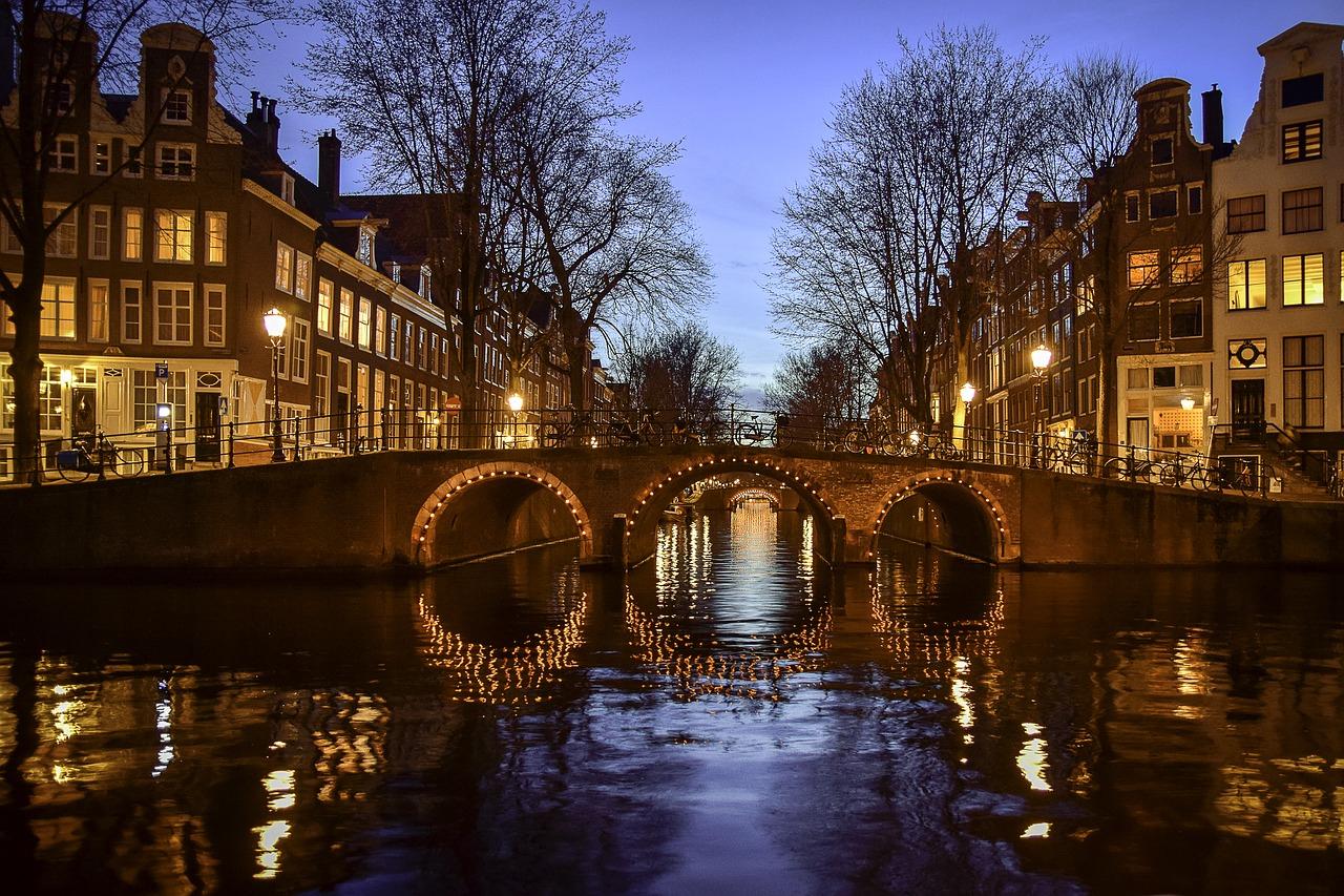 Pourquoi Louer Une Chambre D'hôte À Amsterdam ? – Atomic encequiconcerne Louer Une Chambre Chez Soi