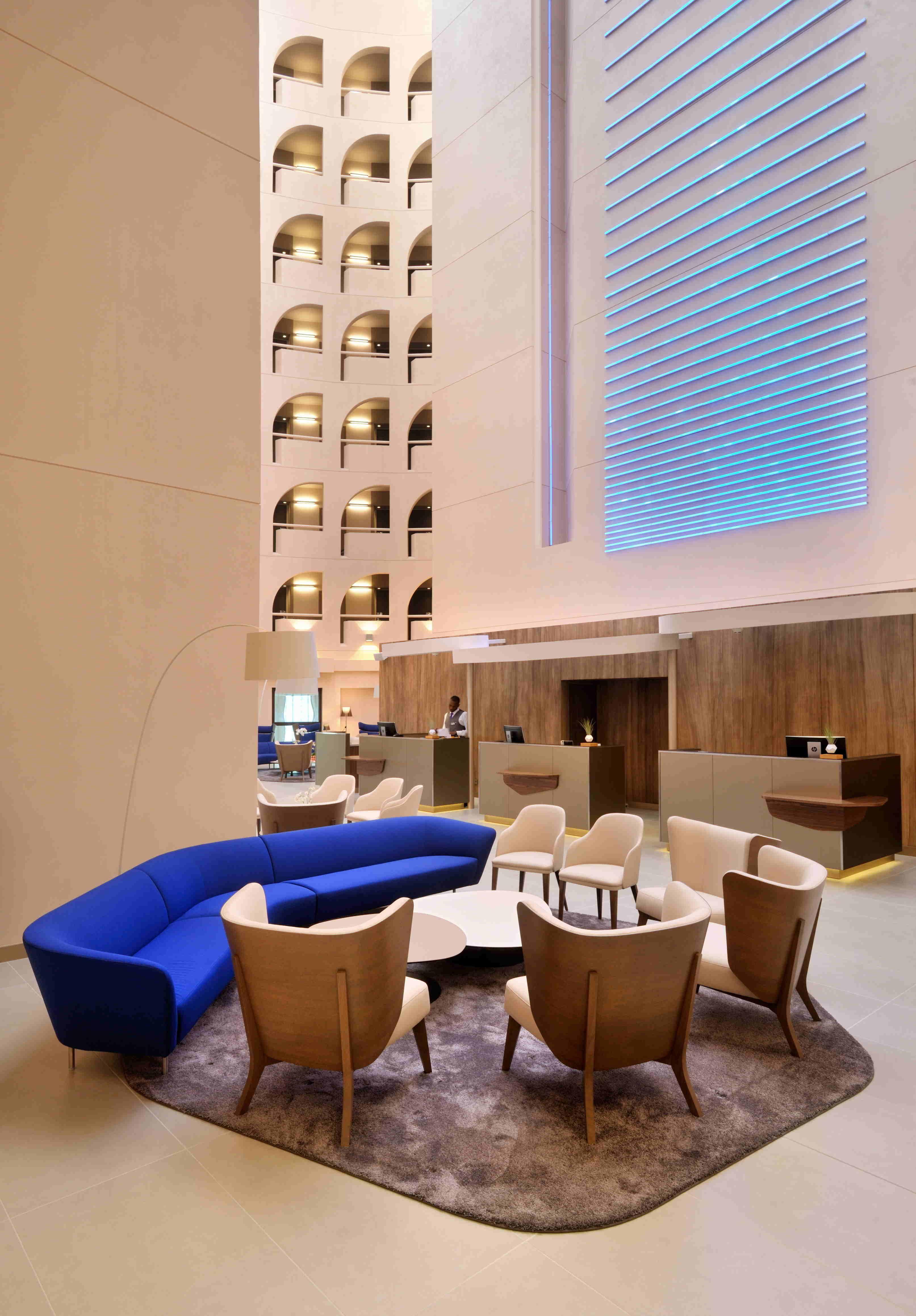 Radisson Blu Lyon #Ledc4 #Hospitality #Emotionalighting encequiconcerne Violay Meubles