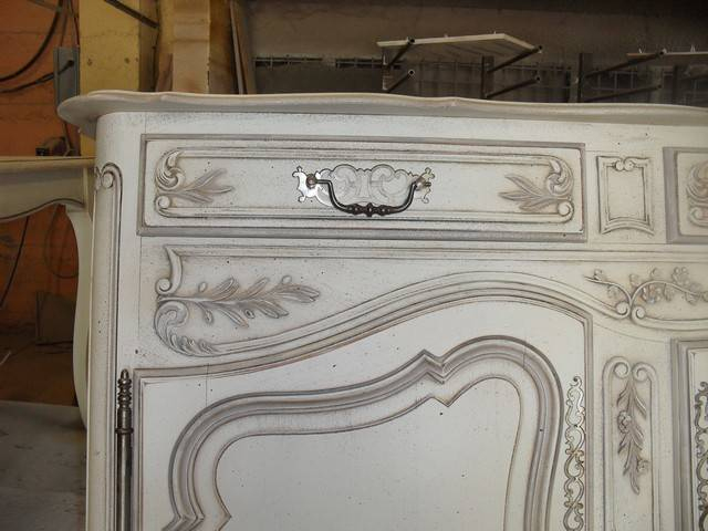 Relooking Et Patine D'Un Buffet En Noyer 3 Portes De Style tout Relooking Meuble Montpellier