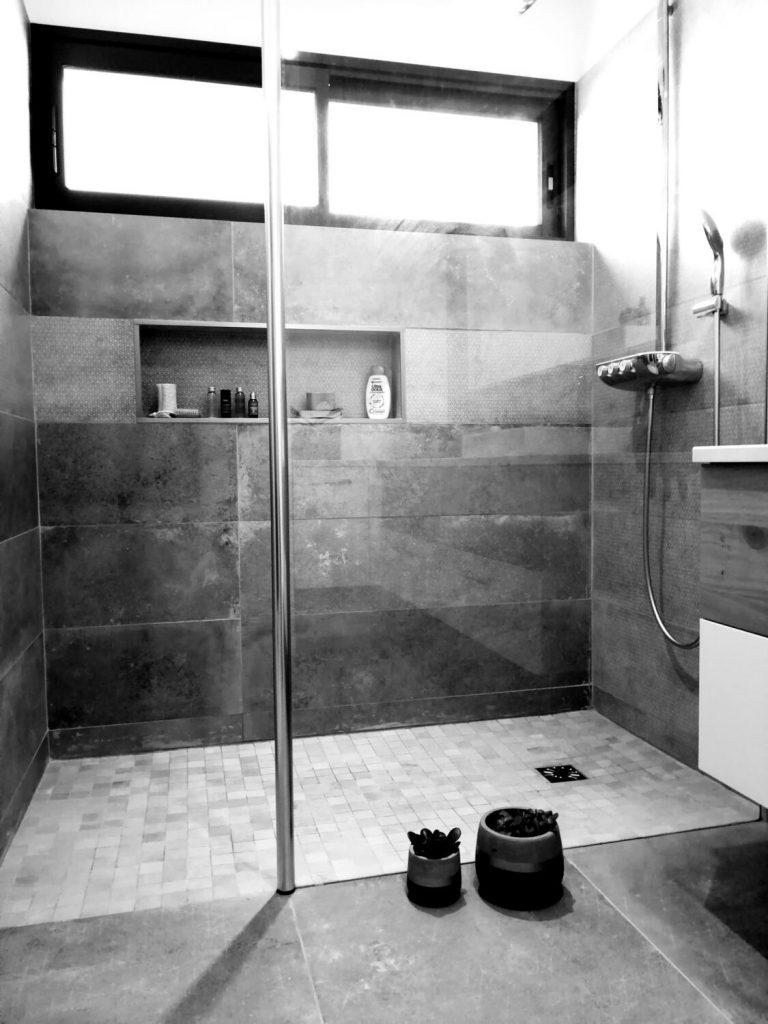 Salle De Bain Moderne : 30 Idées Pour Vous Inspirer ! - Kozikaza pour Modèle De Salle De Bain Avec Douche