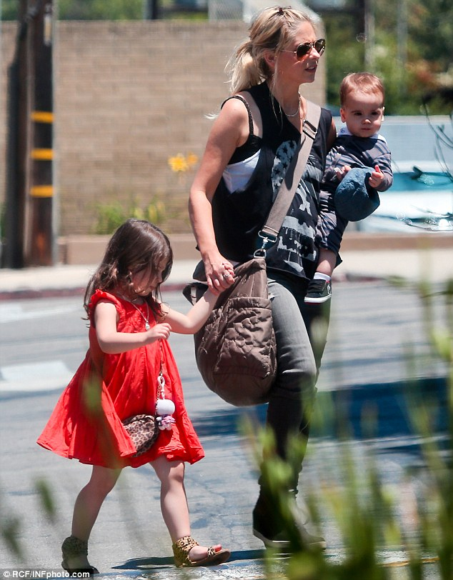 Sarah Michelle Gellar Pictured With Baby Rocky For First tout Sarah-Anne Parent
