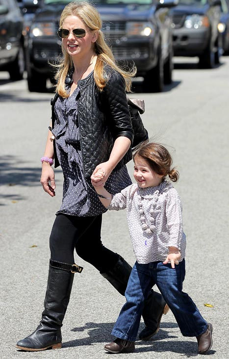 Sarah Michelle Gellar Pregnant With Second Child! - Us Weekly pour Sarah-Anne Parent