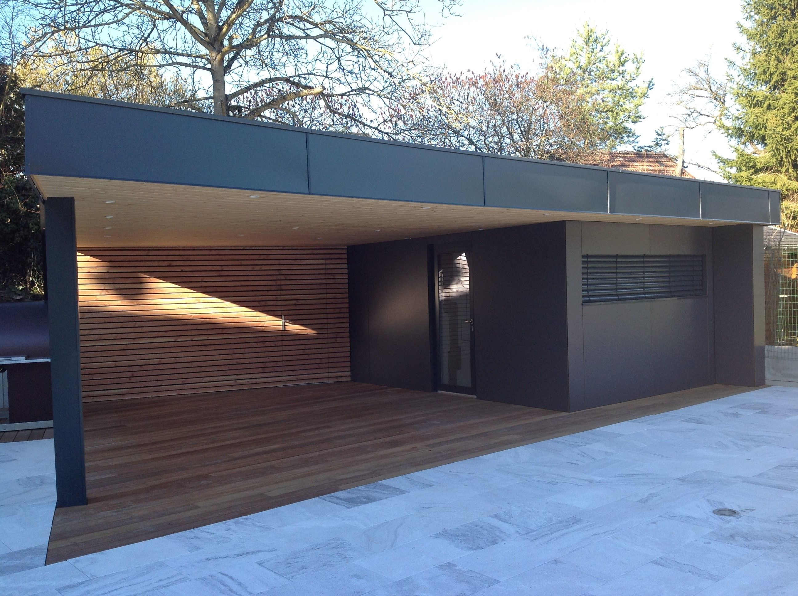 Shed Plans - Vue De Face De La Construction Dun Abri De serapportantà Pool House En Kit