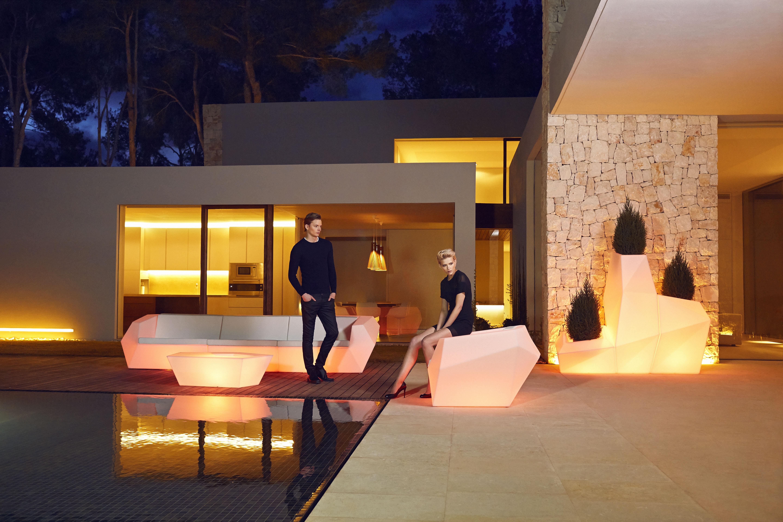 Siège Extérieur Lumineux Multicolore Faces Acérées Faz pour Salon De Jardin Lumineux