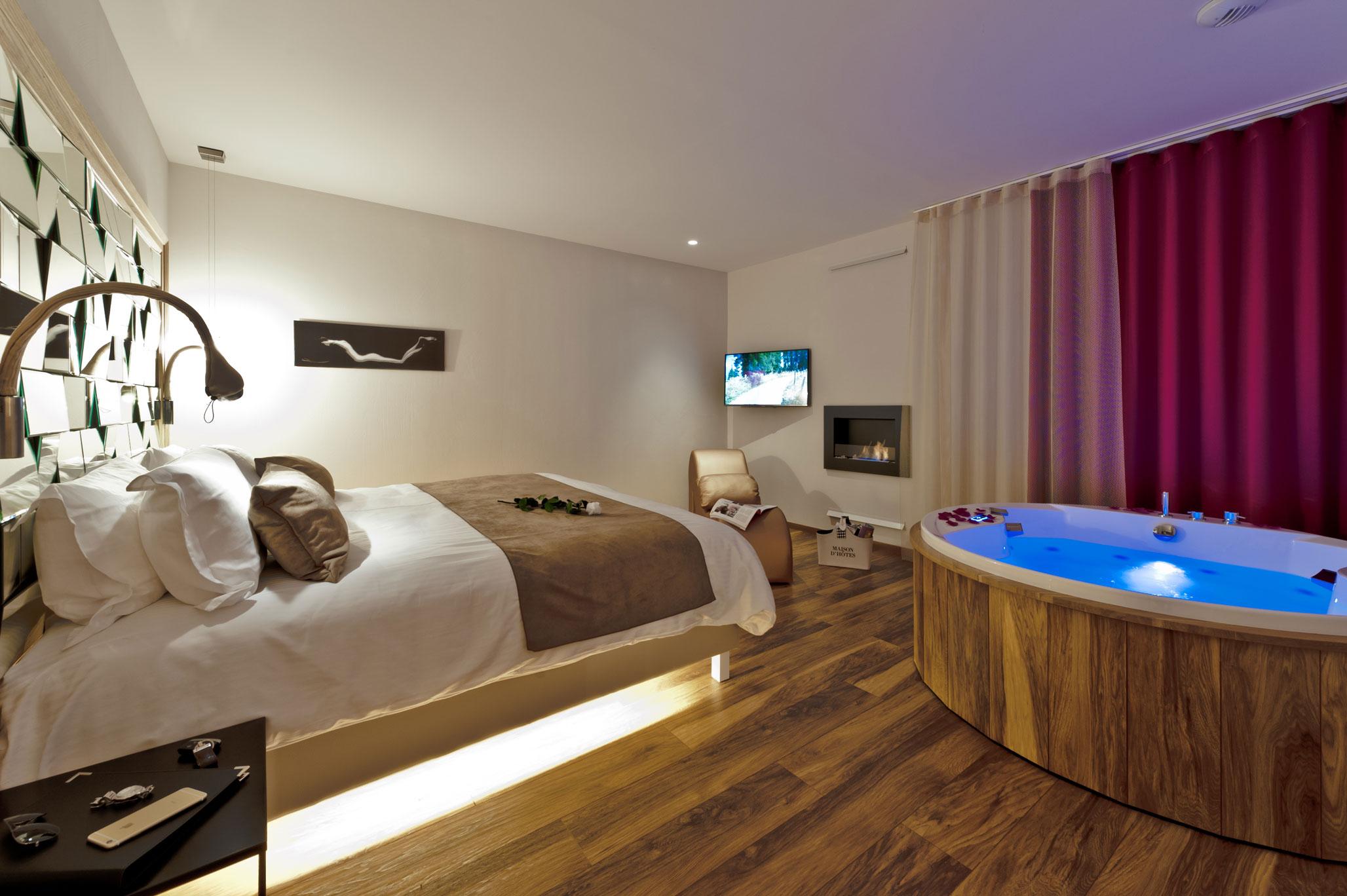 Suite Sensuelle – Suites De La Tour dedans Chambre D Hotel Avec Jacuzzi Privé