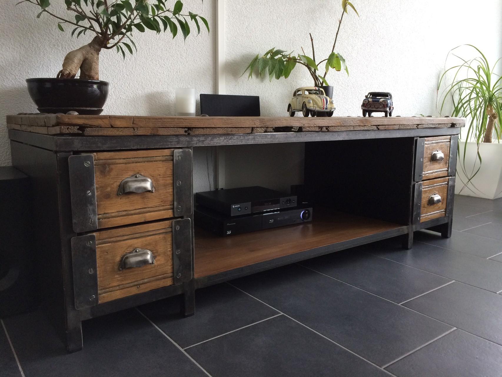 Table Basse / Meuble Tv Industriel - Atelier Vintage destiné Meuble Industriel