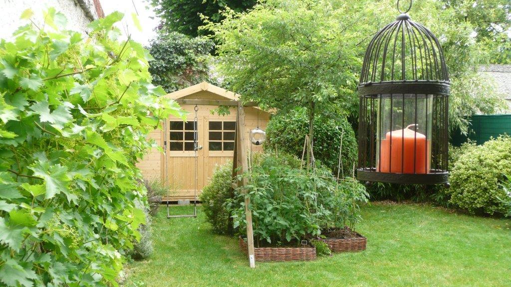 Un Abri En Bois Pour Aménager Son Jardin De Ville – Blog tout Petit Cabanon De Jardin