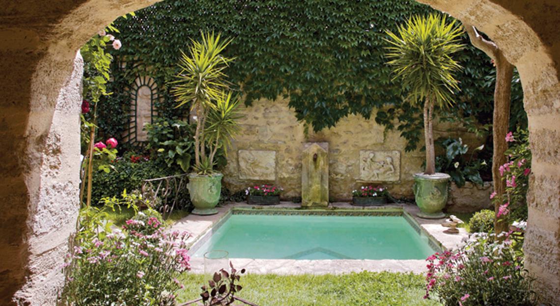 Un Petit Bassin Dans Le Jardin, Comme C'Est Beau - Mon avec Petit Cabanon De Jardin