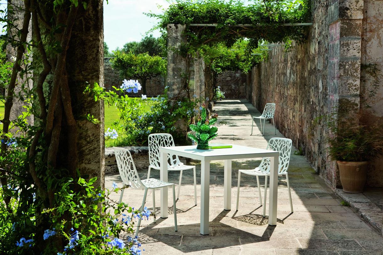 Une Nouvelle Déco Pour La Terrasse Avec Le Métal Ajouré avec Deco Metal Jardin