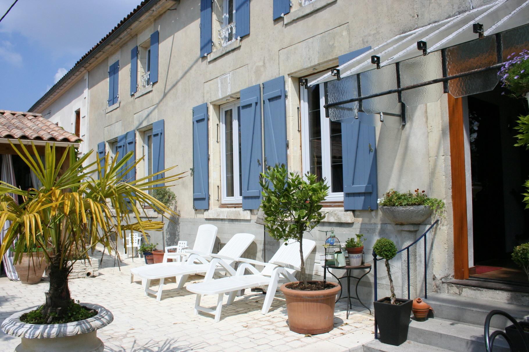 Une Pause En Charente, Chambres D'Hôtes À Barbezieux-Saint encequiconcerne Chambre D Hote Cavalaire