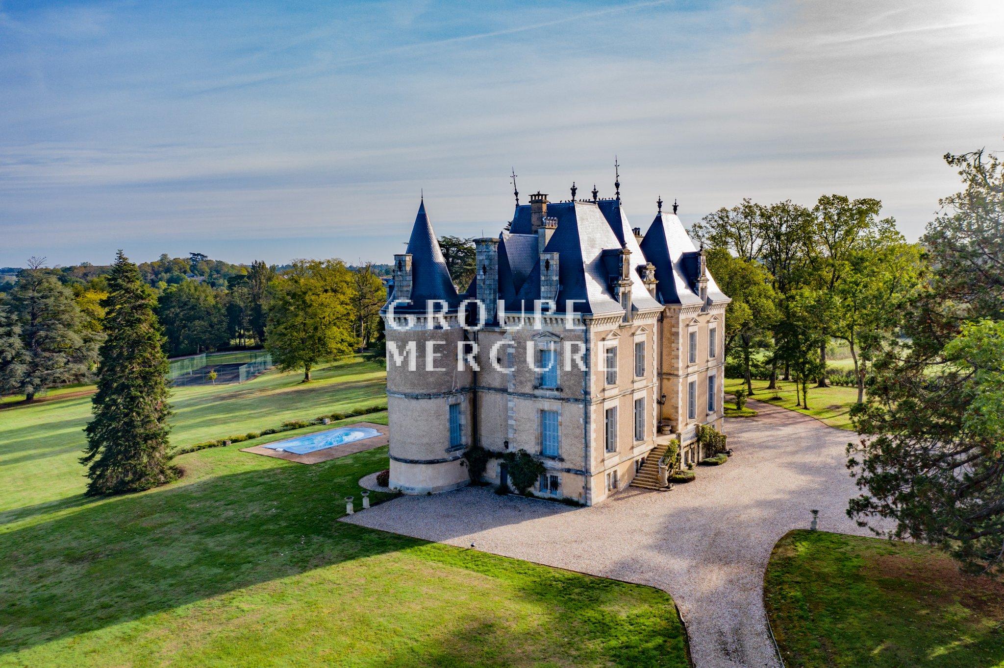 Vente Château Saint-Amand-Montrond (18), 17 Pièces avec Chambre D Hote Saint Amand Montrond