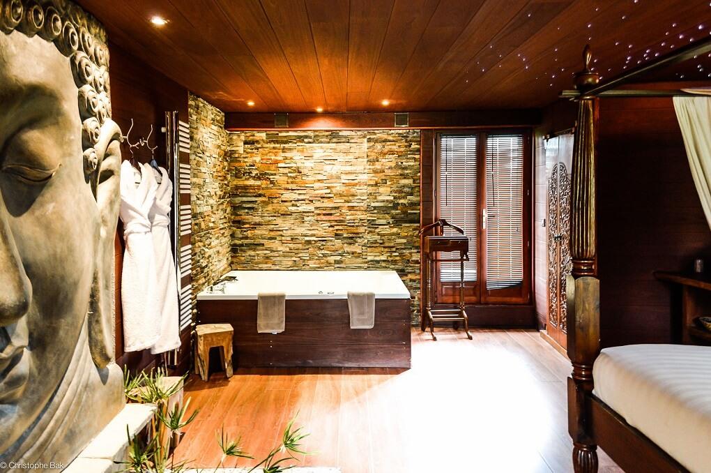 Week-End Romantique : 12 Chambres Avec Jacuzzi Privé serapportantà Chambre D Hotel Avec Jacuzzi Privé