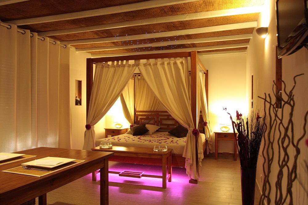 Weekend En Amoureux 13 - La Paillote Exotique : Chambre encequiconcerne Chambre Avec Jacuzzi Privatif Rhone Alpes