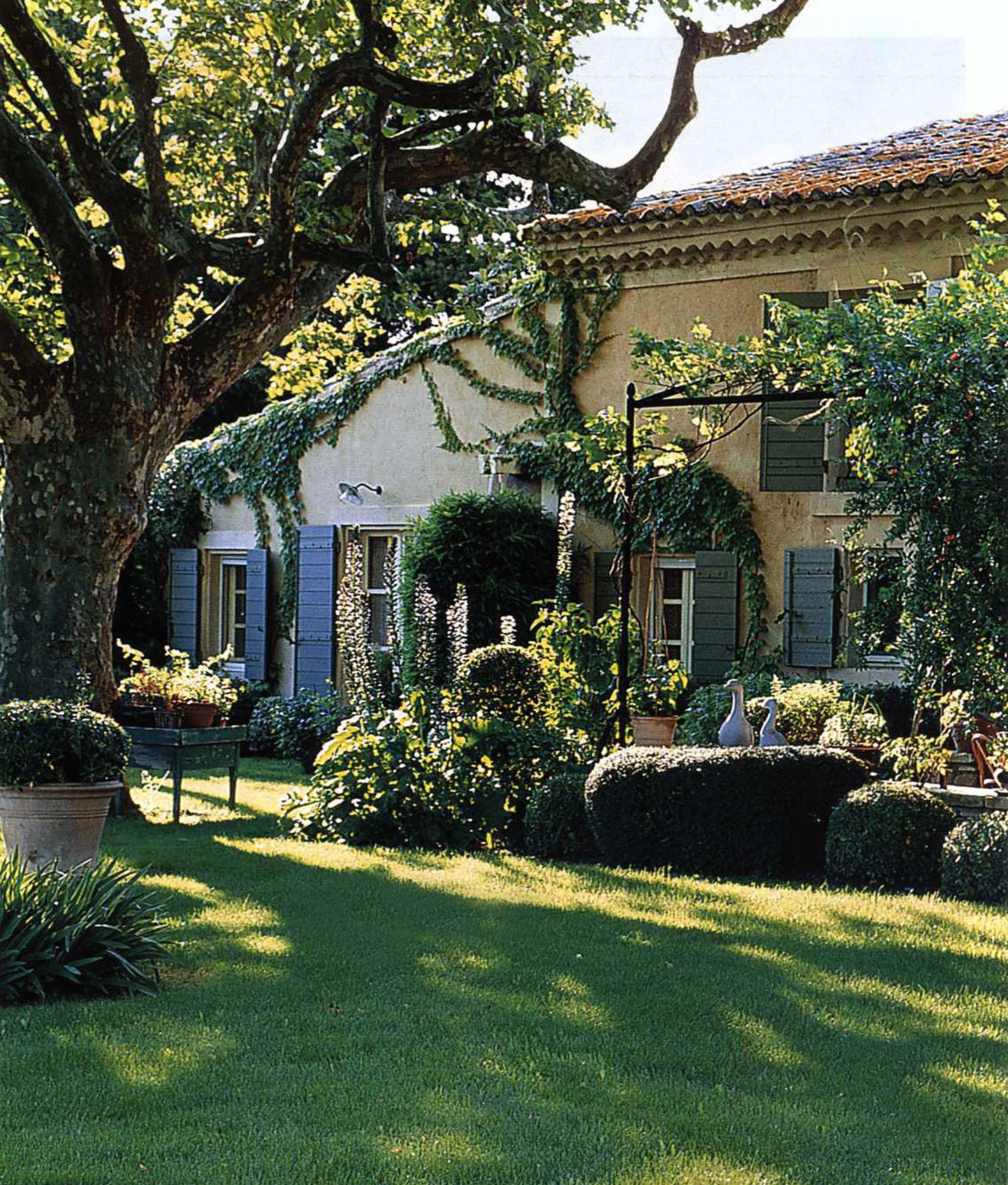 Her Garden In Provence (Avec Images) | Jardin Maison avec Jardin De Provence