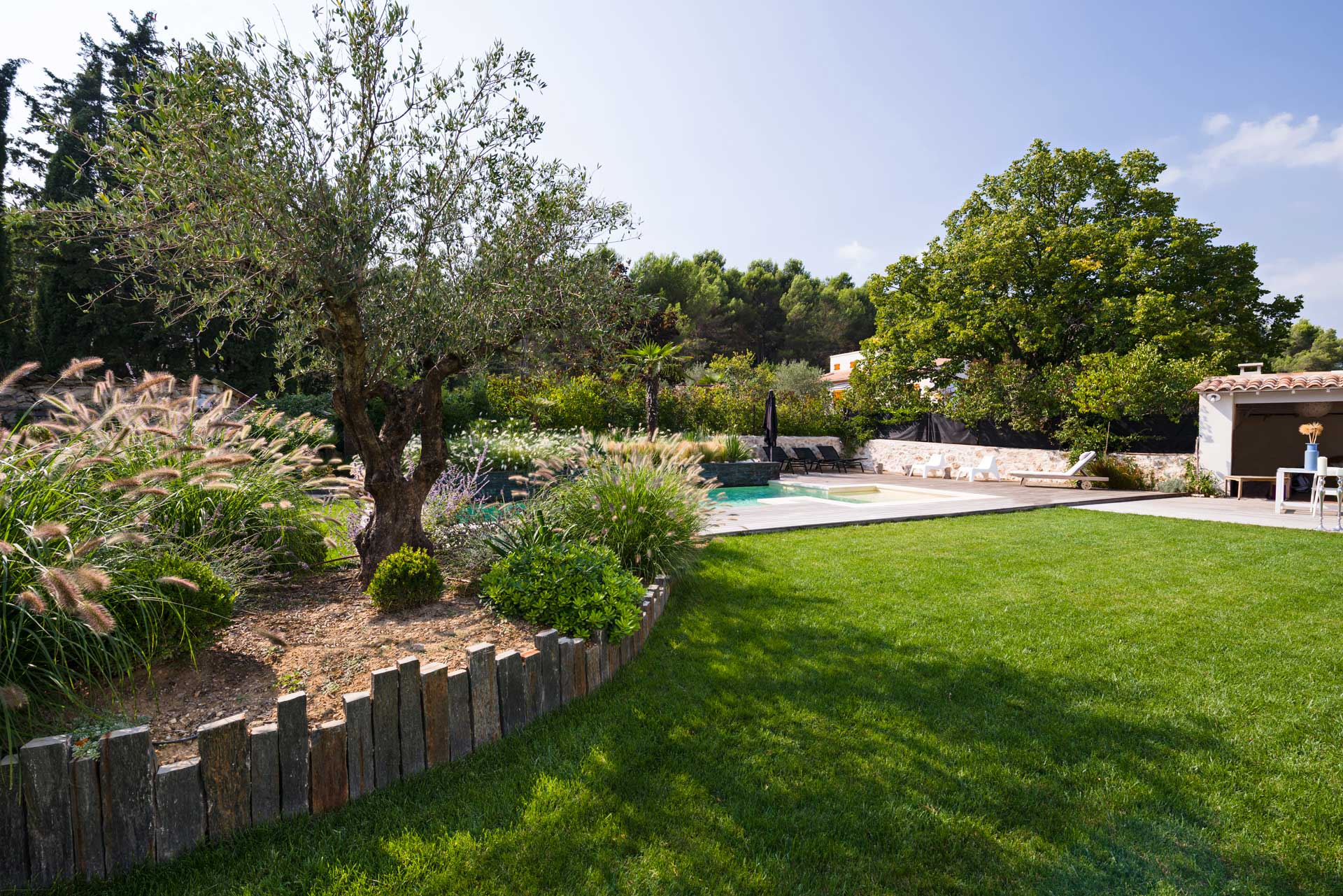 Jardin Provençal D'Inspiration Contemporaine - Morvant destiné Jardin De Provence