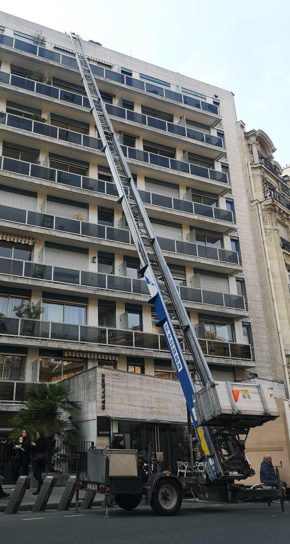 Location Monte-Charge, Böcker 37 Mètres - Essence Ciel Paris encequiconcerne Monte Meubles Paris