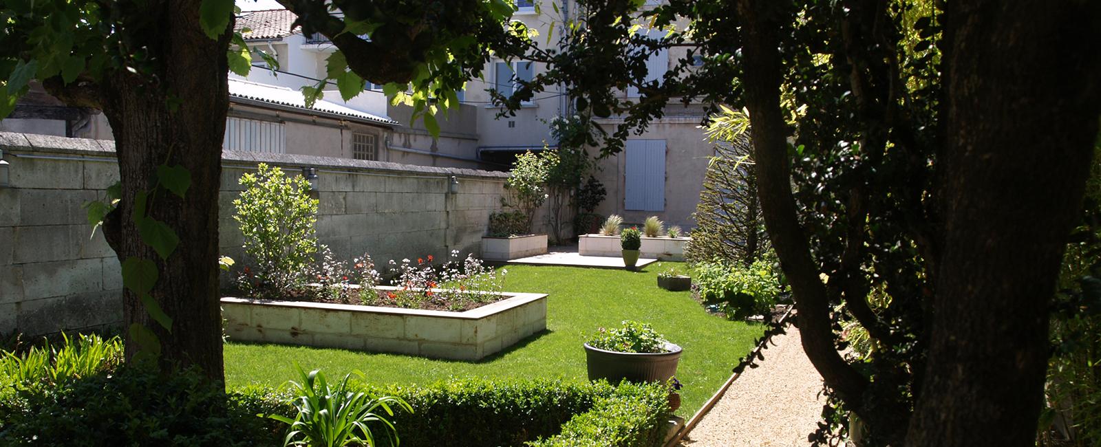 Paysagiste Angoulême - Plantation, Création De Jardin En Ville, Aménagement De Cour, Taille D concernant Un Jardin En Ville